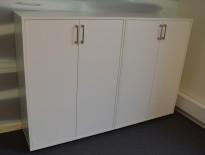 Skap i hvitt fra Holmris, 3 permhøyder, bredde 81cm, høyde 111cm, pent brukt