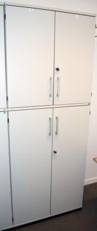 Kinnarps E-serie ringpermreol med dører i lys grå, 5 permhøyder, 203,5cm høyde, noe slitasje bilde 1