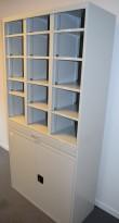 Postreol i grått stål, 15 rom, 199cm høyde, 100cm bredde, 44cm dybde, pent brukt