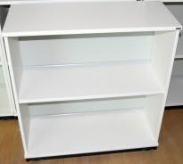 Kinnarps E-serie 2H ringpermreol i hvitt, åpen, 80B 33D 85H, pent brukt