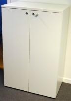 Hvitt skap med dører fra Fantoni i hvitt, 3 permhøyder 80cm bredde, 47cm dybde, 122cm høyde, pent brukt