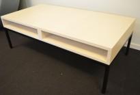 Loungebord fra Martela i hvitbeiset ask / sort, Modell Cube, 130x65cm, pent brukt