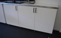 Skjenk / lavt skap fra IKEA, 3stk overskap kjøkken med benkeplate, bredde 185cm, pent brukt