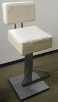 Solid barkrakk i grålakkert metall / hvitt skai-trekk, 80cm sittehøyde,  brukt