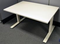 Skrivebord med elektrisk hevsenk i hvitt, 120x80cm, pent brukt understell / NY PLATE
