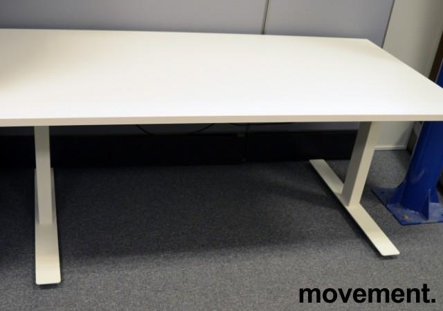 Skrivebord med elektrisk hevsenk i hvitt, 160x80cm, pent brukt understell / NY PLATE bilde 2