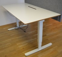 Skrivebord med elektrisk hevsenk fra Cube, 160x80cm, pent brukt