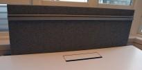Bordskillevegg fra Edsbyn i grått stoff, 140x65cm, pent brukt