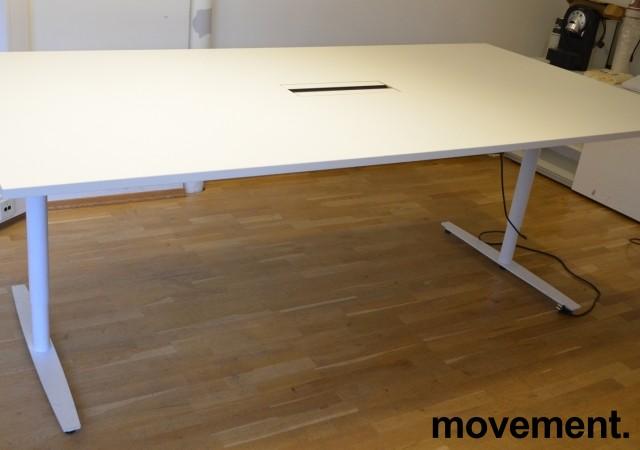 Møtebord / konferansebord med elektrisk hevsenk i hvitt, 240x120cm, passer 8-10 personer, pent brukt bilde 2