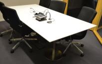 Møtebord i hvitt / satinert stål, 210x100cm, passer 6-8 personer, pent brukt