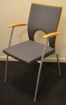Konferansestol / møteromsstol fra Kinnarps, modell Yin i grått/bøk, pent brukt