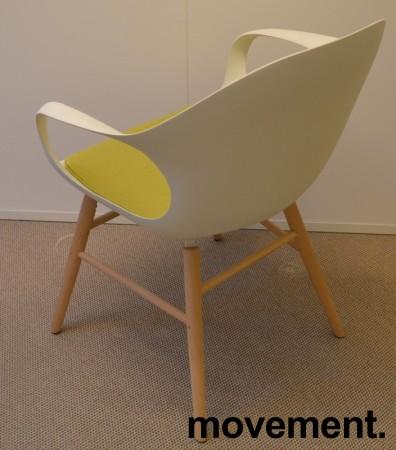 Kristalia Elephant konferansestol i hvitt med ben i hvitbeiset bøk, sittepute i grønt stoff, pent brukt bilde 2
