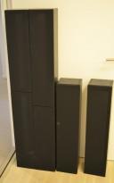 Høyttalerkasser for oppheng på vegg i sortbeiset eik, 4 stk selges samlet, pent brukt