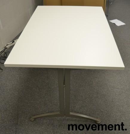 Kinnarps skrivebord / kantinebord i hvitt, 120x80cm, brukt understell med ny plate bilde 2