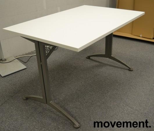Kinnarps skrivebord / kantinebord i hvitt, 120x80cm, brukt understell med ny plate bilde 1