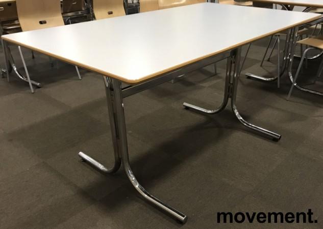 Kantinebord / rektangulært bord med lys grå plate, 140x80cm, krom understell, pent brukt bilde 1