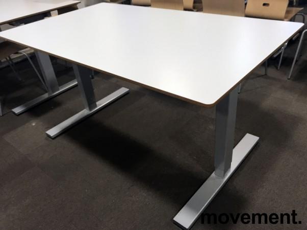 Kantinebord / rektangulært bord med lys grå plate, 140x80cm, grått understell, pent brukt bilde 1