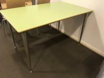 Kantinebord / rektangulært bord med lys grønn plate, 130x80cm, 4 ben, pent brukt