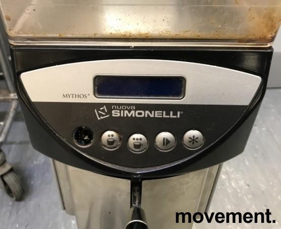 Kaffekvern / espressokvern fra Nuova Simonelli, modell Mythos, pent brukt bilde 2