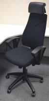 Kinnarps Synchrone 8000 kontorstol med nakkepute i skinn, nytrukket i sort, PENT BRUKT