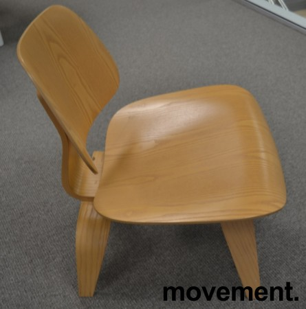 Vitra Plywood Lounge Chair LCW i formspent finer, ask, design: Charles & Ray Eames, pent brukt bilde 3