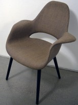 Vitra Organic conference chair, design: Charles Eames & Eero Saarinen, gråbrunt stoff, ben i sort eik, pent brukt