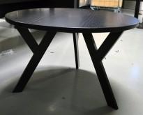 Lekkert loungebord fra Karl Andersson & Söner i sort eik, modell: Ypsilon, Ø=80cm, høyde 50cm, pent brukt