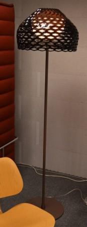 Lekker stålampe fra Flos, Tatou F Aubergine, høyde 180cm, pent brukt bilde 2