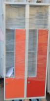 Garderobeskap i stål, 4 rom, grå med rød dør, 2 dører mangler, bredde 80cm, høyde 175cm, brukt