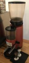 Kaffekvern / Espressokvern fra Faema, modell MD2000 i rødt, pent brukt