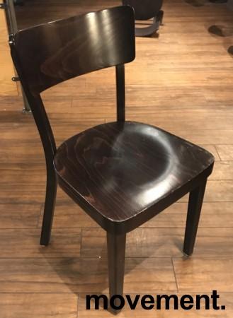 Solid kafèstol / restaurantstol fra Satelliet i brunbeiset treverk, pent brukt bilde 2