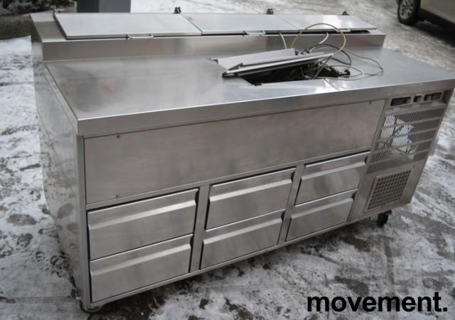 Kjølebenk med kjøleskuffer på hjul, arbeidsbenk i rustfritt, garnityrkjøler i platen, fin som pizzabenk, 187cm bredde, pent brukt bilde 2