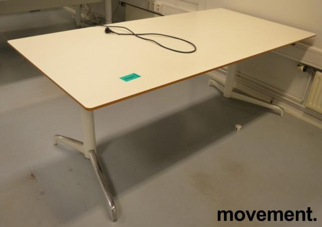 Lekkert skrivebord med elektrisk hevsenk fra Holmris, Modell: Genese, 180x90cm, hvitt, pent brukt bilde 1