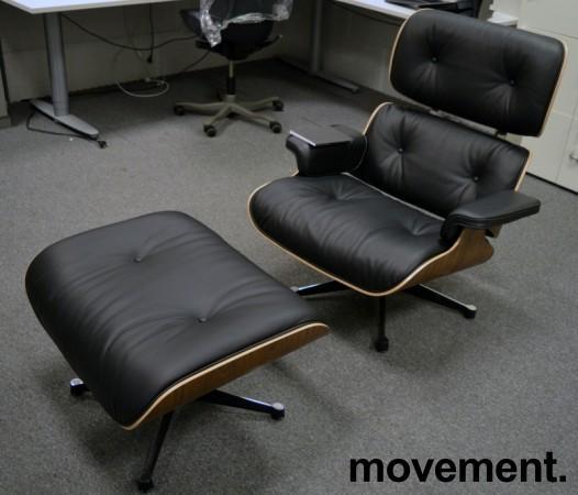 Vitra Lounge Chair with Ottoman, LCH, design: Charles & Ray Eames, sort skinn / sortpigmentert valnøtt, NY/UBRUKT bilde 2