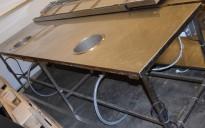 Arbeidsbenk i rustfritt stål, med 2 stk Hatco integrerte, runde vannbad for suppekjele, 295cm bredde, pent brukt