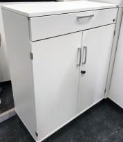Kinnarps Serie-E skap 2H med dører og skuff, i hvitt, 80cm bredde, 98,5cm høyde, pent brukt