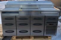 Kjølebenk med kjøleskuffer på hjul, arbeidsbenk i rustfritt, garnityrkjøler i platen, fin som pizzabenk, 160cm bredde, brukt