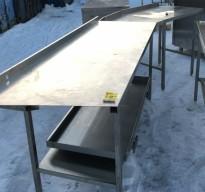Arbeidsbenk i rustfritt stål, hjørne/vinkel/bue, 3 deler, 297cm bredde, 63cm dybde, 92cm høyde, pent brukt