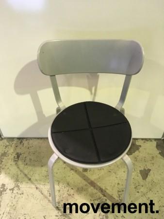 Solid kafestol / restaurantstol fra LaPalma, modell Stil, grått metall med antrasitt pute i polyuretan, brukt bilde 2