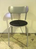 Solid kafestol / restaurantstol fra LaPalma, modell Stil, grått metall med antrasitt pute i polyuretan, brukt