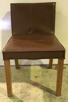 Kafèstol / restaurantstol fra Paco Capdell i brunt, imitert skinn, brukt