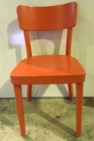 Solid kaféstol / restaurantstol fra Satelliet i orange treverk, brukt