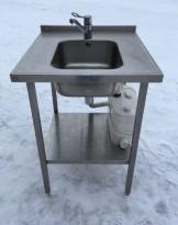 Arbeidsbenk / oppvaskbenk i rustfritt stål, 65cm bredde, med kum, blandebatteri og kvernpumpe, pent brukt