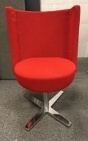 Loungestol Centrum-serie i rød ullfilt fra Materia, svingfot i krom, pent brukt