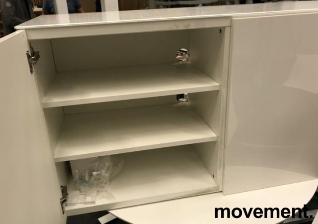 Skjenk / mediabenk i hvitt, highgloss dører, topp-plate i hvitt glass, 120cm bredde, 65,5cm høyde, pent brukt bilde 4