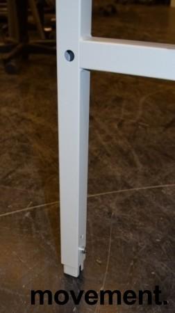 Solid arbeidsbord / arbeidsbenk med 120x80cm bordplate i gråbeige linoleum / metall understell, justerbar høyde, pent brukt bilde 3