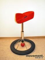 Kontorstol: BackApp ergonomisk kontorstol i rød mikrofiber / comfort med rød kule, pent brukt