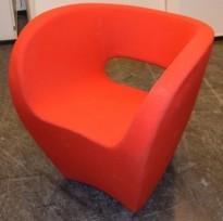 Loungestol fra Moroso i rødt stoff, modell Victoria&Albert, Design: Ron Arad, pent brukt