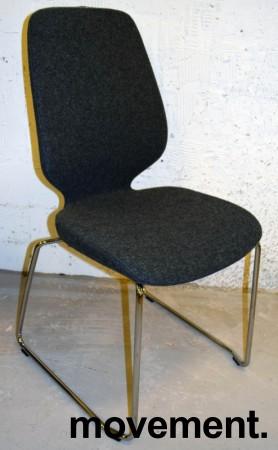 Kinnarps Monroe konferansestol i grå ullfilt / vanger i krom, pent brukt bilde 1