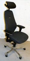 Kontorstol: Kinnarps Plus[8] i grå ullfilt med gel-armlener, høy rygg og nakkepute i skinn, krom kryss, pent brukt